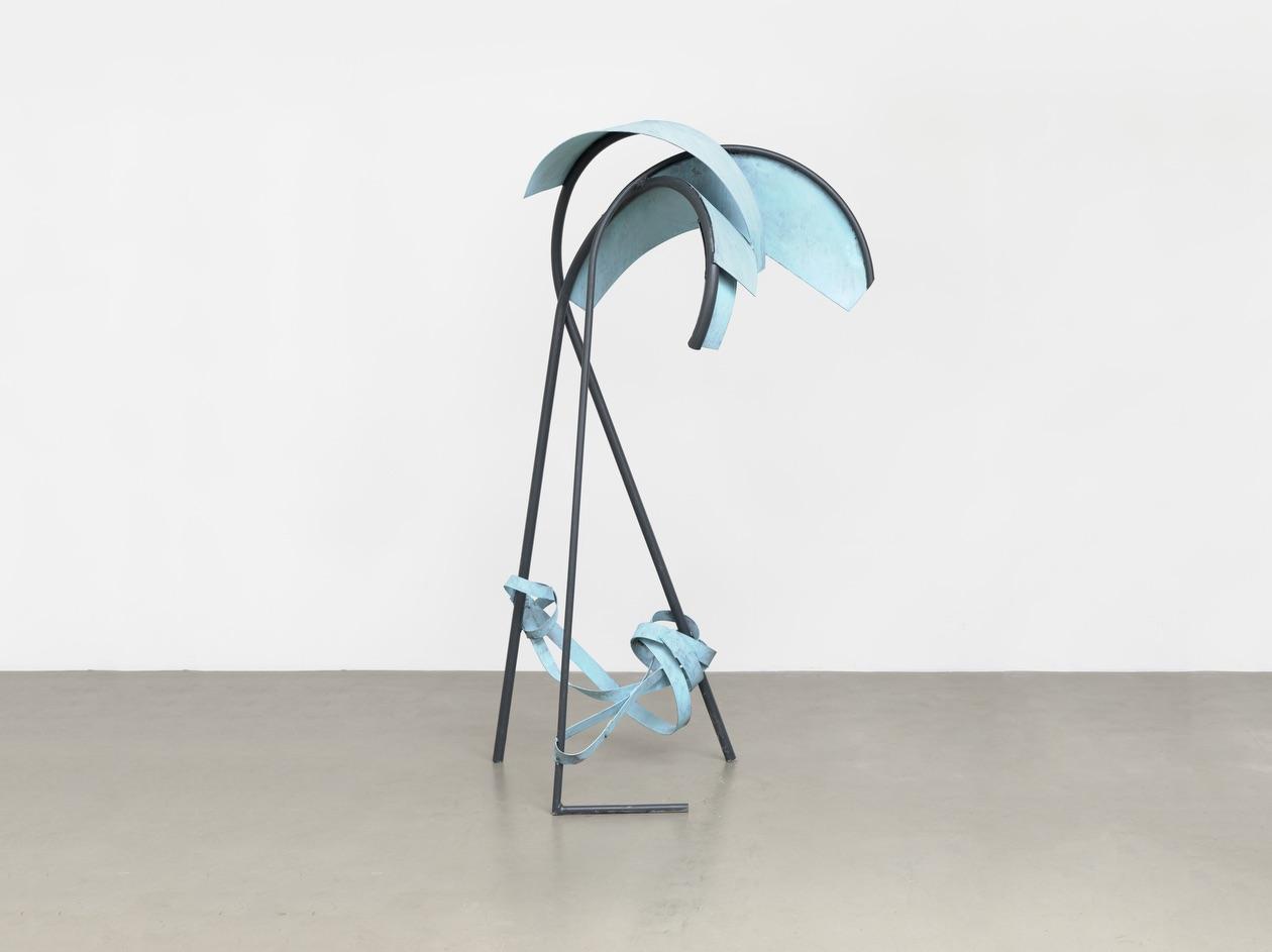 David Evison –Pennant, 2019 – 2021, Stahl u. Kupfer, 185 x 103 x 77 cm